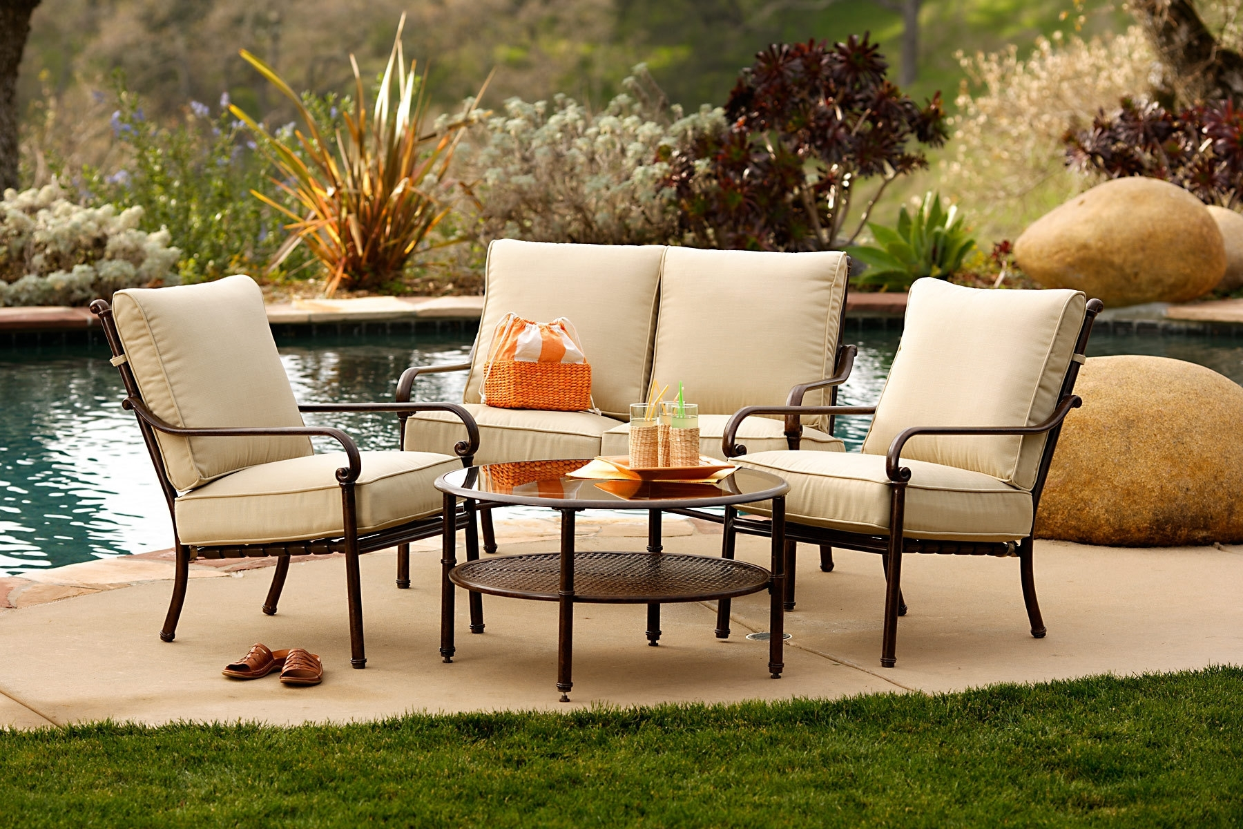 Well Known Patio Umbrellas For Small Spaces For Small Patio Furniture (View 9 of 20)