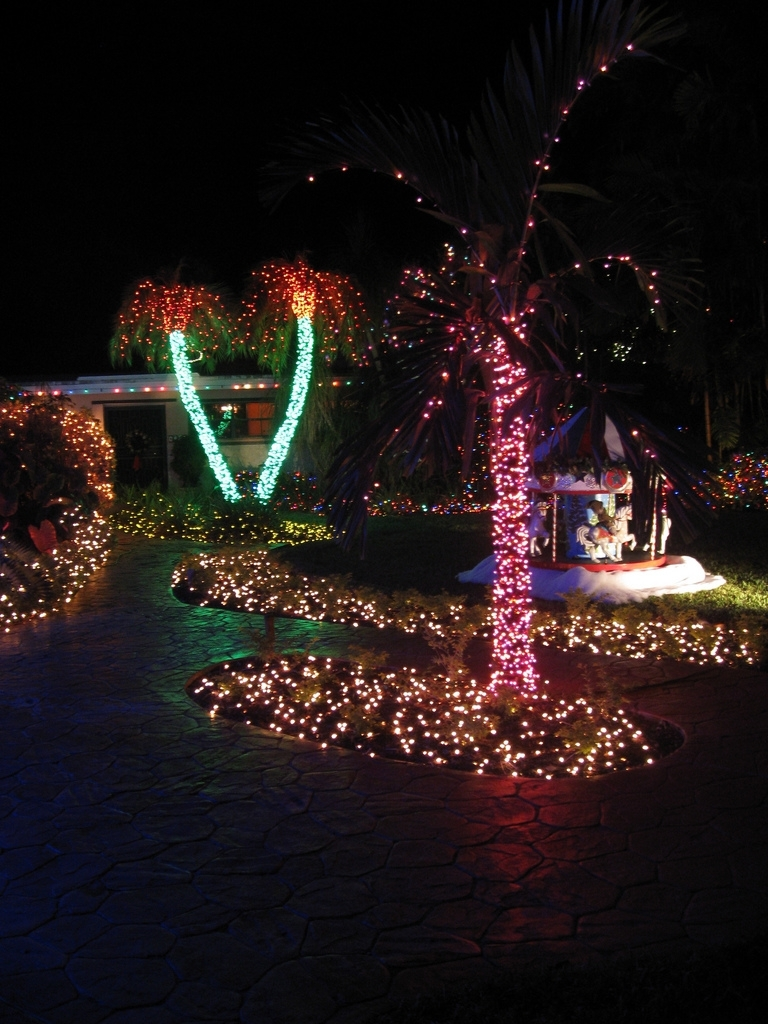Well Liked Outdoor Lanterns For Christmas Intended For Top 10 Biggest Outdoor Christmas Lights House Decorations – Digsdigs (View 19 of 20)