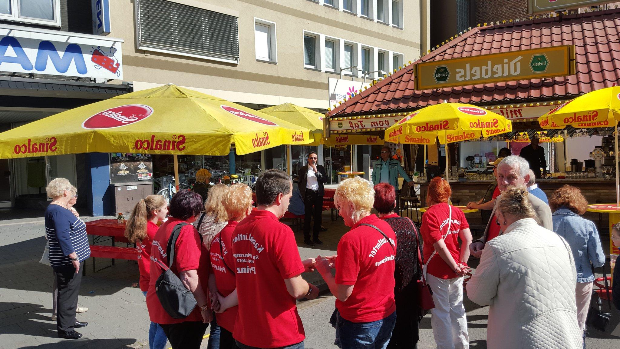 Best And Newest Bürgermeister Eröffnet Vatertagskirmes In Kamp Lintfort – Kamp Lintfort With Regard To Hatten Market Umbrellas (View 16 of 20)