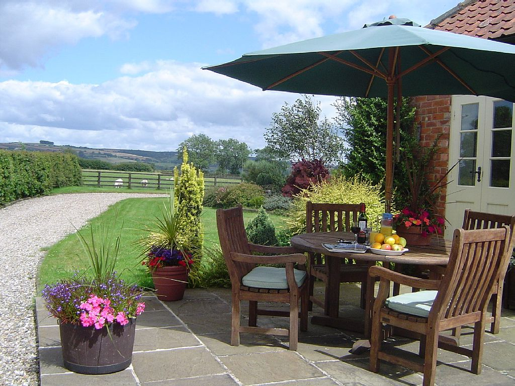 Filey Market Umbrellas In Popular 2 Bed (Sleeps 4) Holiday Cottage Pickering – No Booking Fees (P4452) (View 5 of 20)
