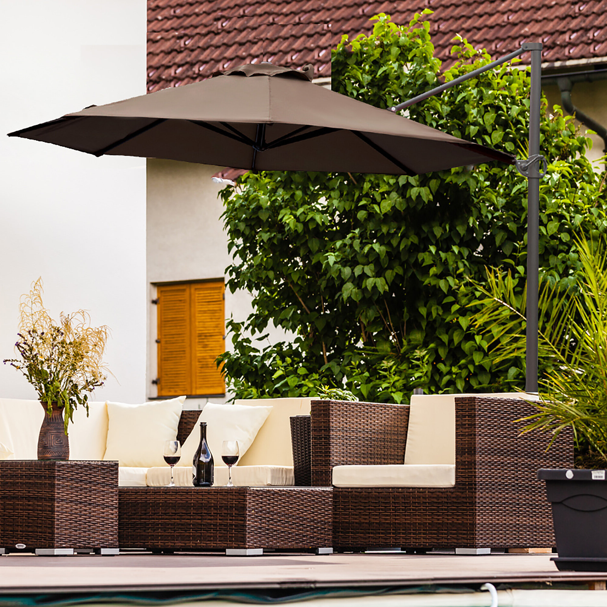 Kedzie Outdoor Cantilever Umbrellas Intended For Best And Newest Farnham Cantilever Umbrella (View 10 of 20)