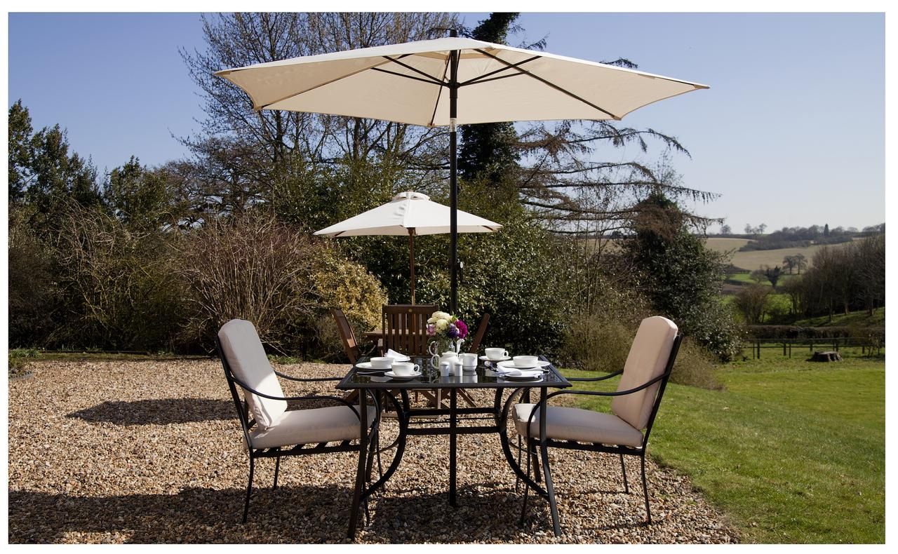 Lodge Farm Bed & Breakfast, Hitchin – Updated 2019 Prices With Regard To Most Recent Flitwick Market Umbrellas (View 14 of 20)