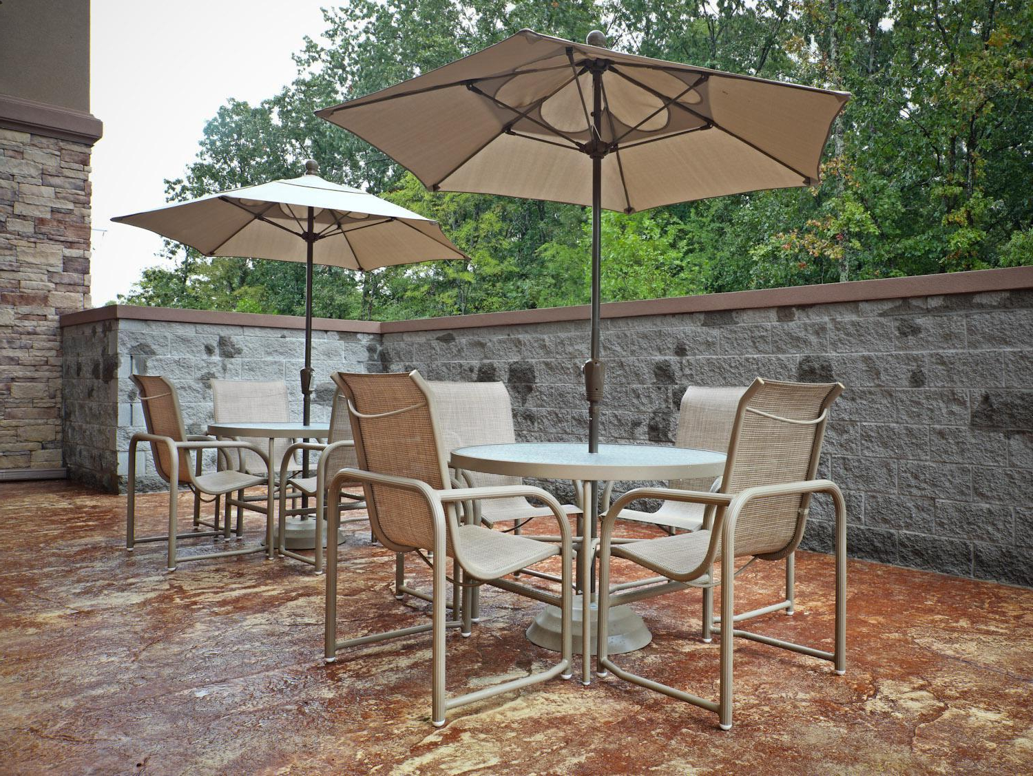Lonoke Patio Rectangular Market Umbrellas Throughout Recent Hotels In College Station, Arkansas (View 18 of 20)