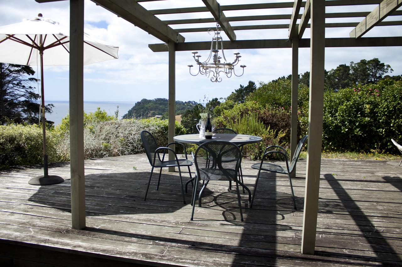 Monty Half Market Umbrellas With Regard To Fashionable Apartment Vista Del Mare, Palm Beach, New Zealand – Booking (Gallery 19 of 20)