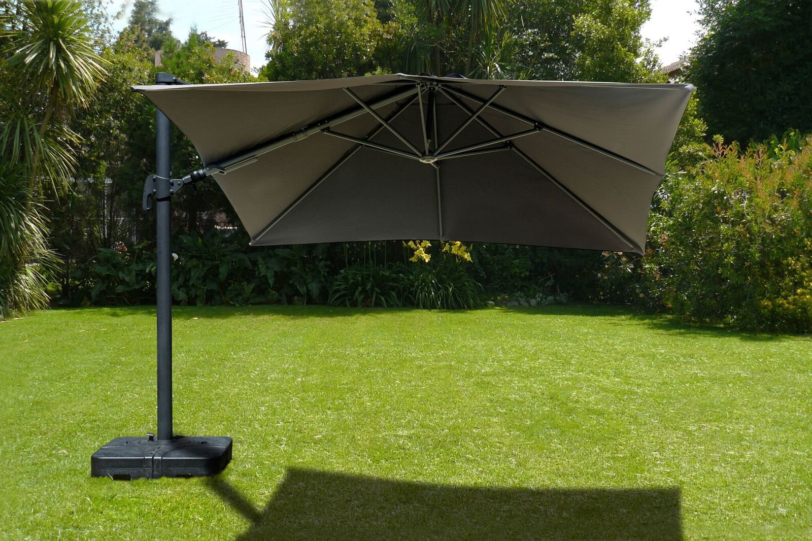 Popular Grote Liberty Aluminum Square Cantilever Umbrellas Within Gemmenne 10' Square Cantilever Umbrella (View 19 of 20)