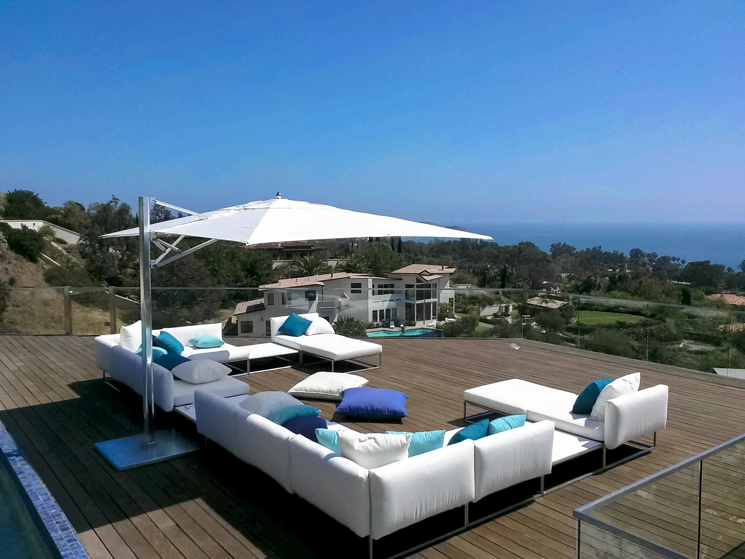 Recent Tuuci Ocean Master Max Single Cantilever Used In An Install In In Voss Cantilever Sunbrella Umbrellas (Gallery 17 of 20)