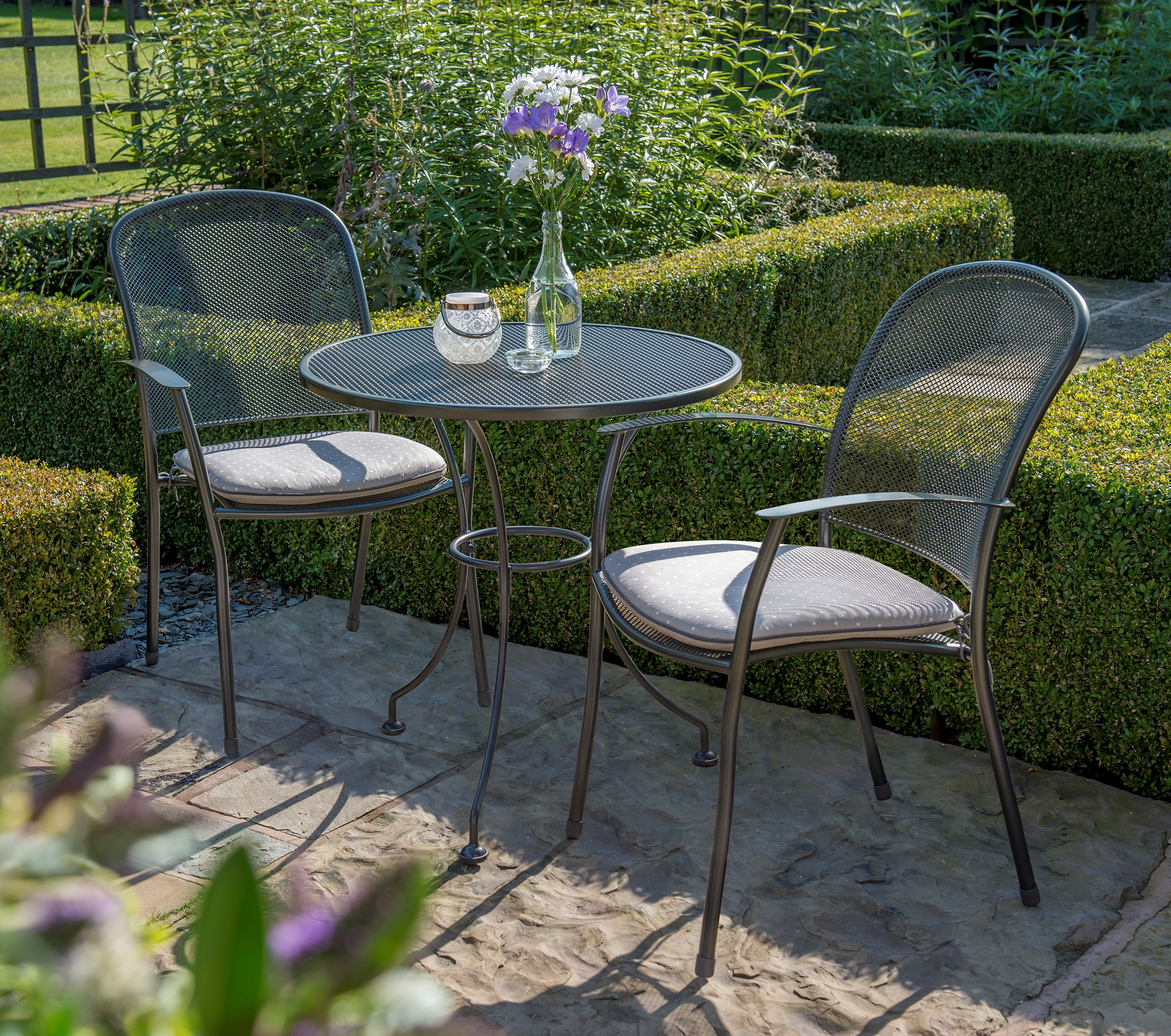 Trendy Farnham Cantilever Umbrellas In Garden Furniture (View 20 of 20)