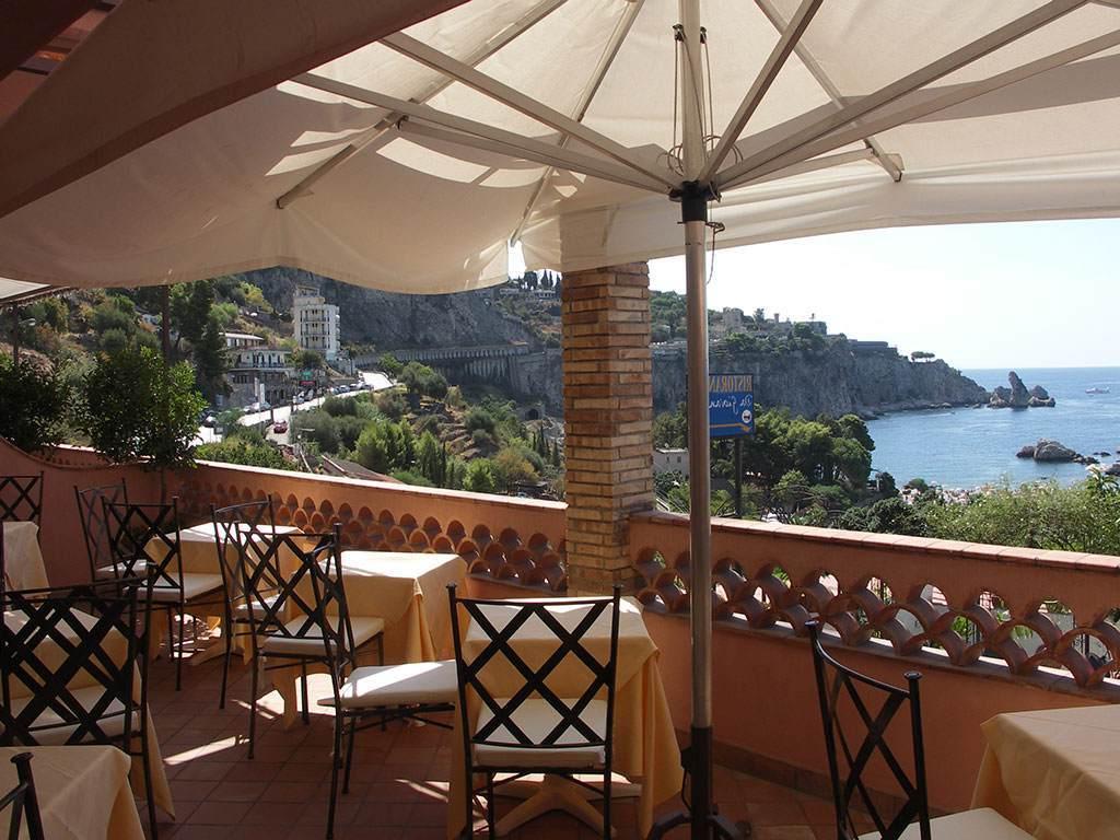 Well Known Bella Beach Umbrellas Pertaining To Description – Mendolia Beach Hotel – Taormina (View 15 of 20)
