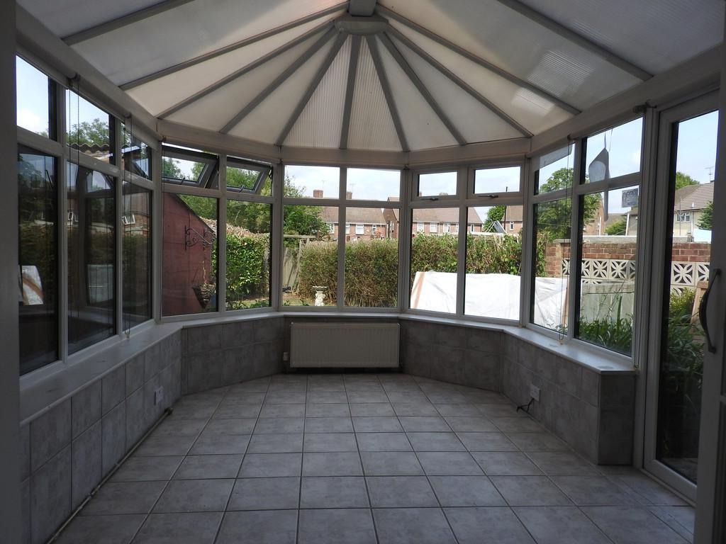 Well Known Northfleet Rectangular Market Umbrellas With Regard To Trebble Road 3 Bed Semi Detached House – £1,000 Pcm (£231 Pw) (View 18 of 20)