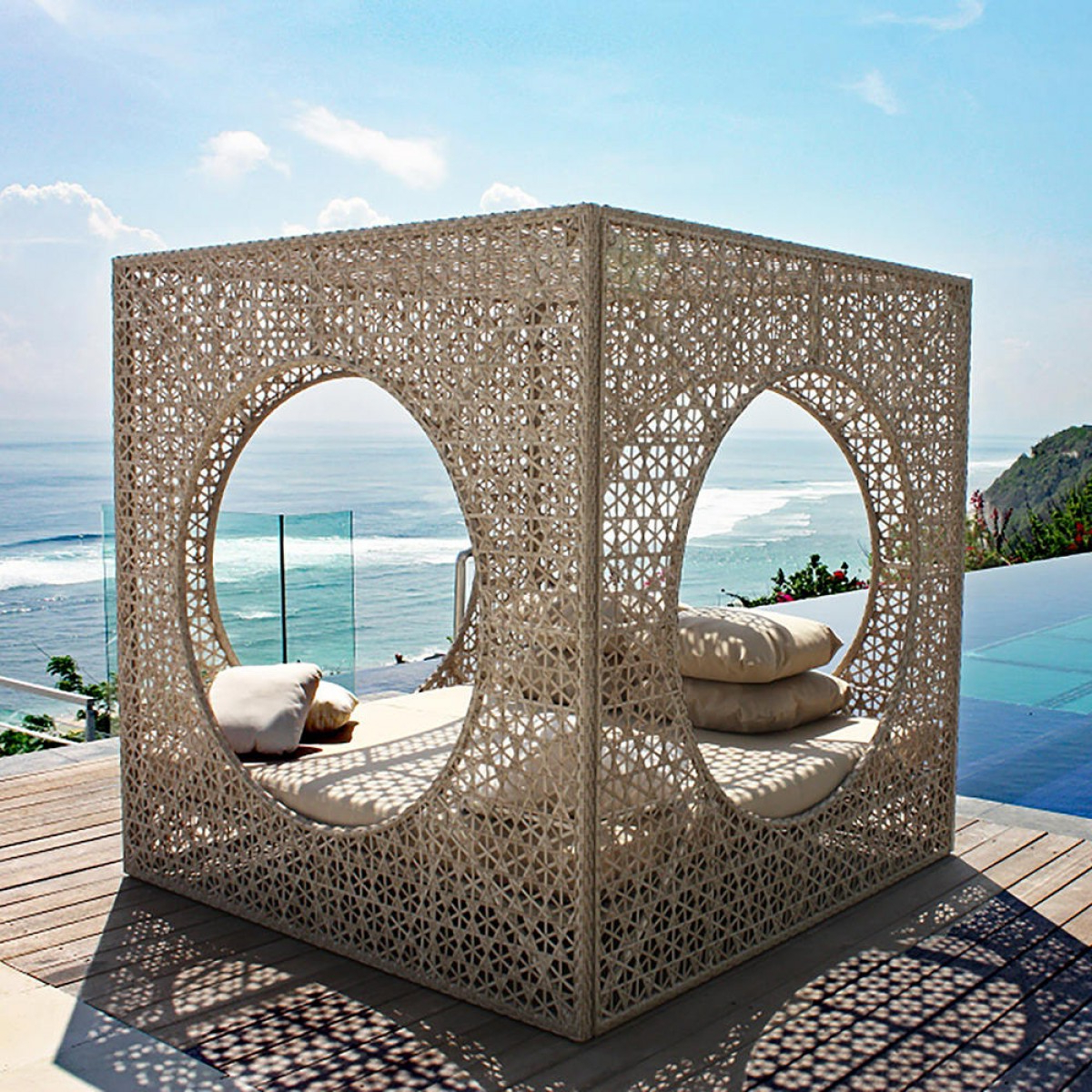 Brennon Cube Patio Daybeds With Cushions Inside Famous Cube Outdoor Daybed (Gallery 3 of 25)