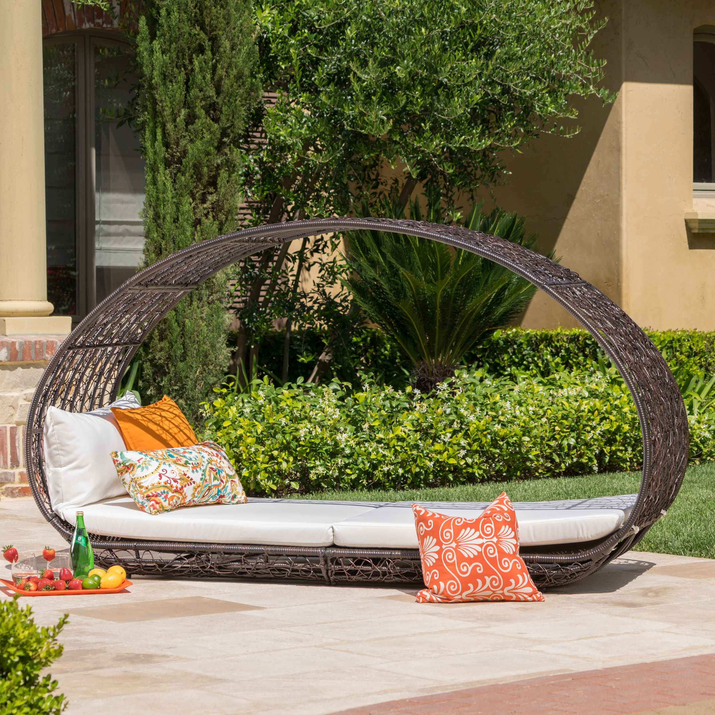 Lavina Outdoor Patio Daybed With Cushions Within Favorite Harlow Patio Daybeds With Cushions (View 13 of 20)