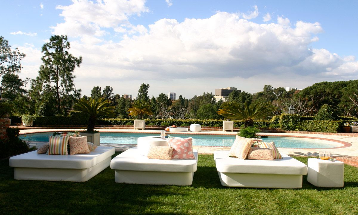Newest Resort Patio Daybeds With 10 Outdoor Daybeds You'll Want To Use Indoors (View 9 of 20)
