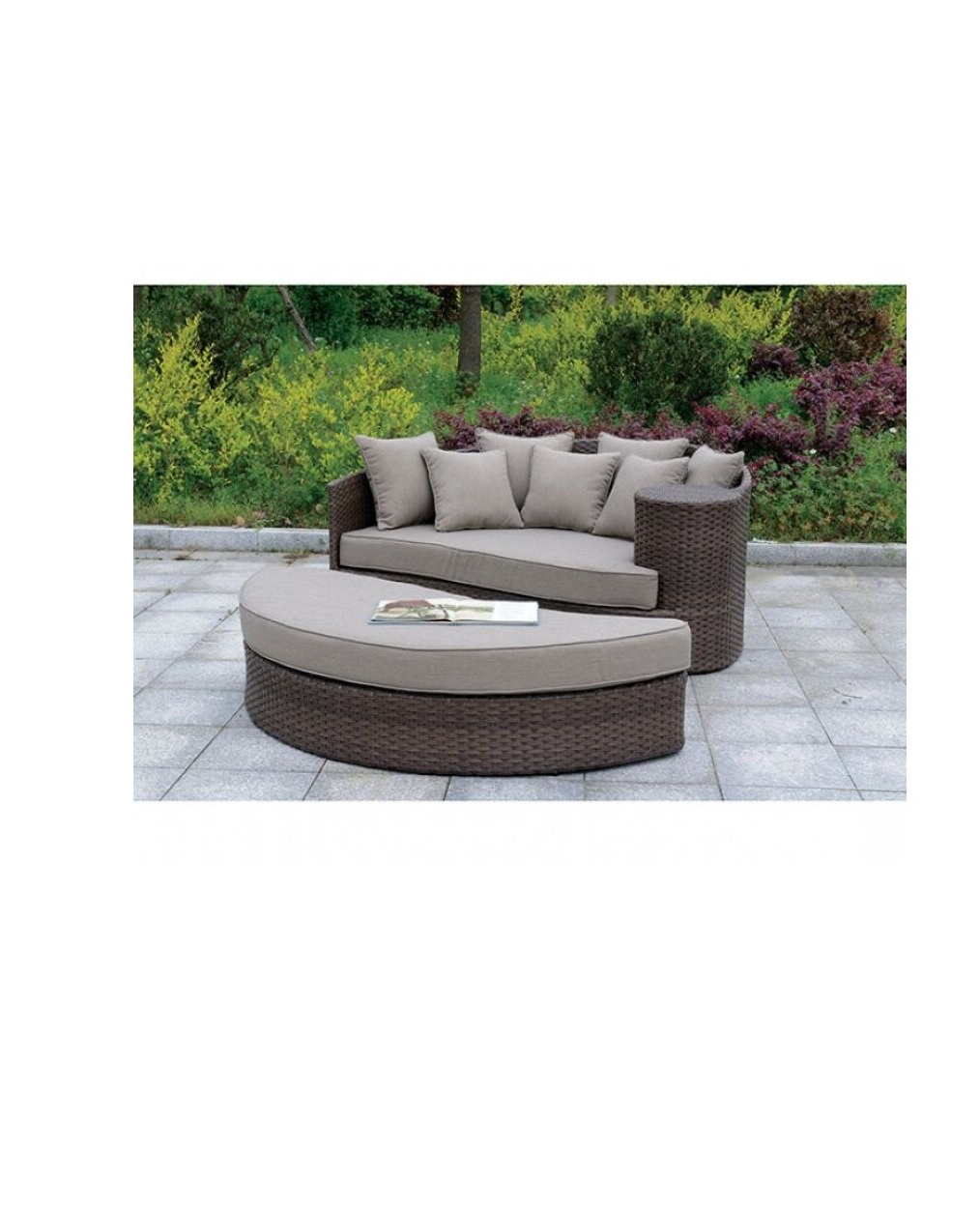 Olu Bamboo Large Round Patio Daybeds With Cushions With Widely Used Round Patio Daybed – Clubeserradeaires (View 16 of 20)