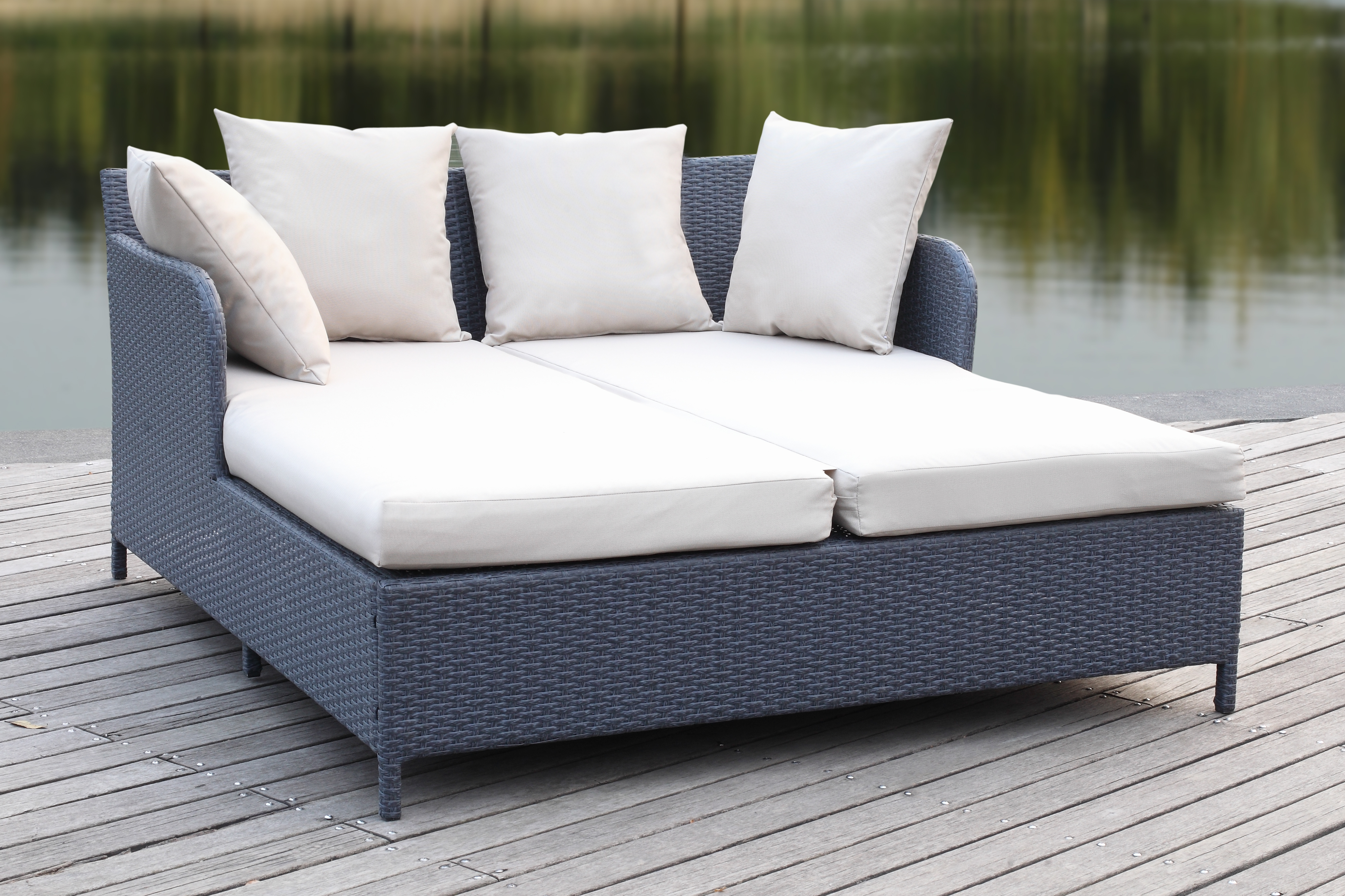 Safavieh August Outdoor Contemporary Daybed With Cushion Pertaining To Popular Resort Patio Daybeds (View 18 of 20)
