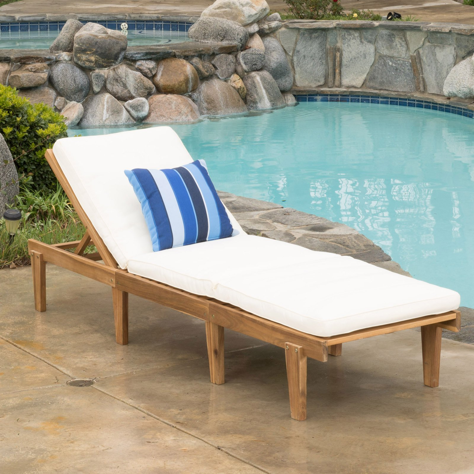 Ariana Acacia Wood Outdoor Chaise Lounge With Cushion With Most Current Oudoor Modern Acacia Wood Chaise Lounges With Cushion (View 15 of 25)