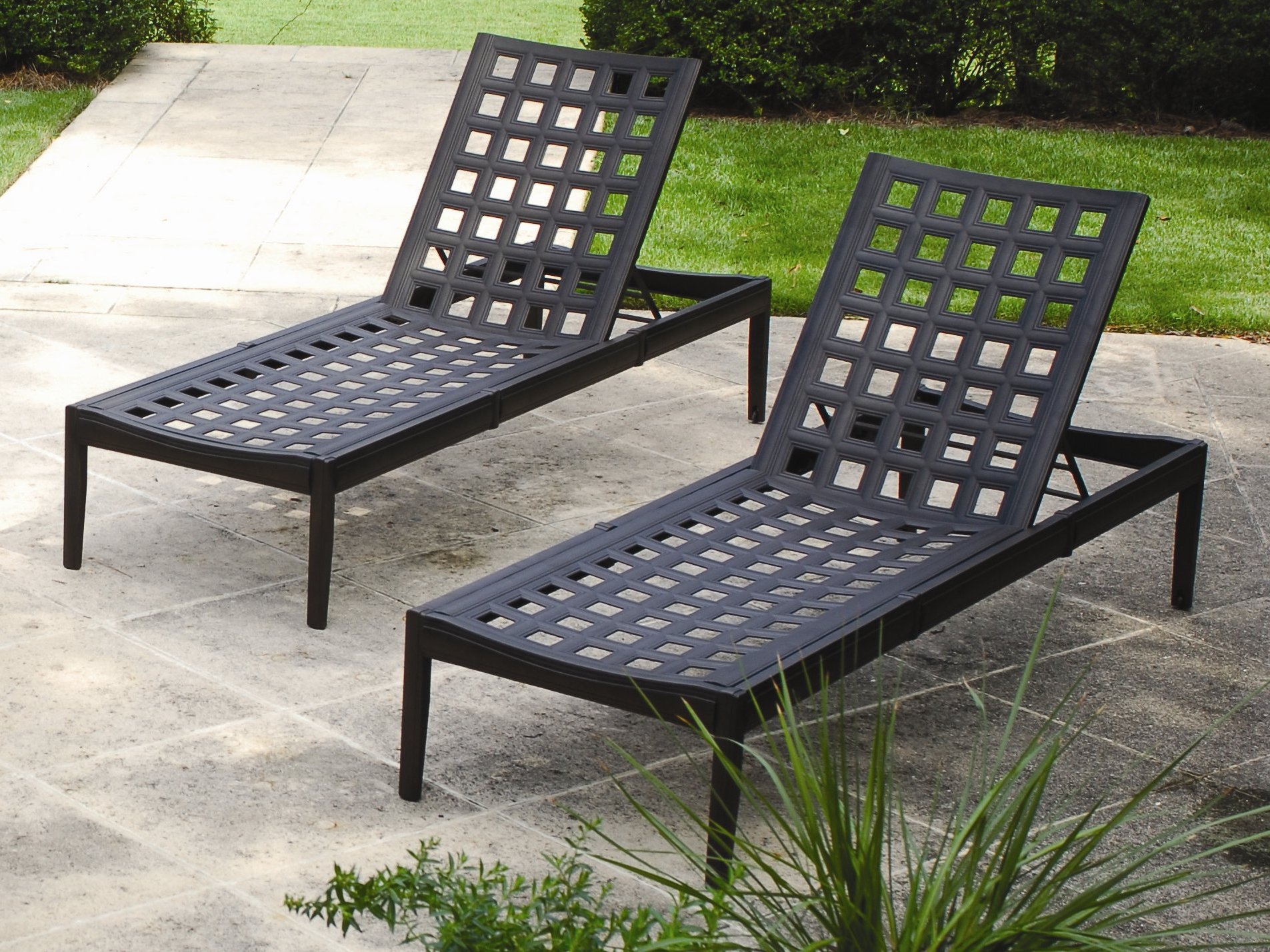 Best And Newest Hubsch Contemporary Outdoor Chaise Lounge Chairs Indoor Within Cosco Outdoor Aluminum Chaise Lounge Chairs (View 17 of 25)