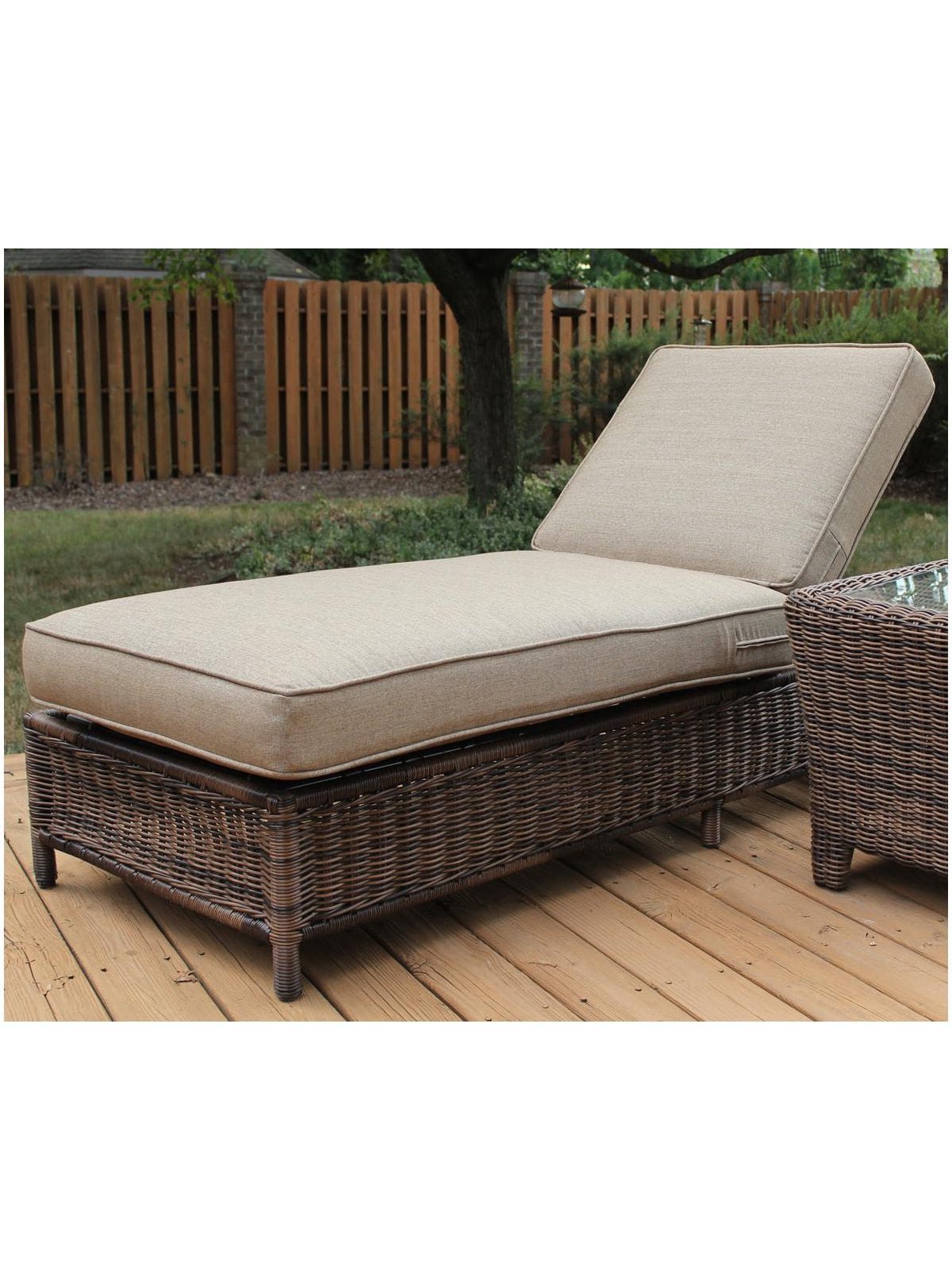 Best And Newest Jamaica Outdoor Wicker Chaise Lounges With Cushion With Regard To Catalina Wicker Chaise Lounge (View 25 of 25)
