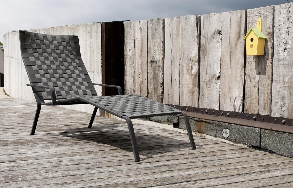 Current Maki Outdoor Wood Chaise Lounges Regarding Stapelbares Sonnenliege Aus Aluminium Und Polyester (View 14 of 25)