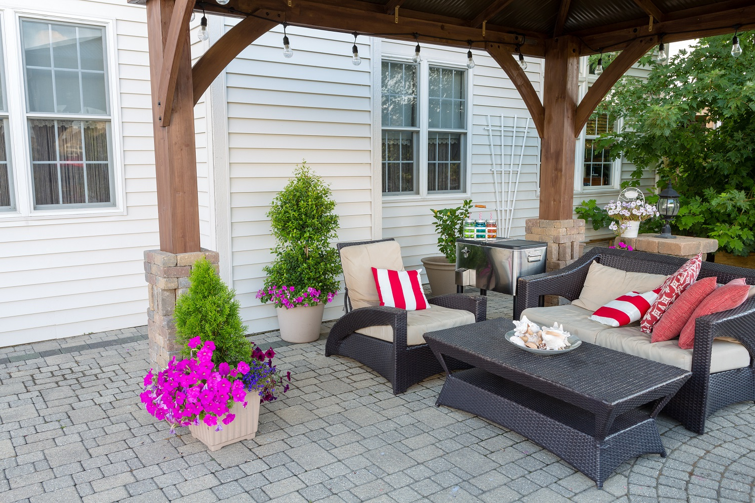 Guide To Buying Outdoor Furniture For Your Orlando Home Within Current Outdoor Living Pomona Loungers (View 4 of 25)