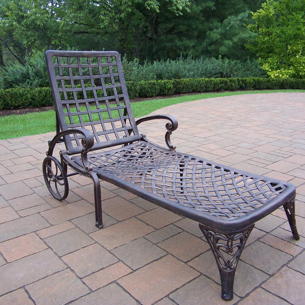 Featured Photo of Aluminum Wheeled Chaise Lounges