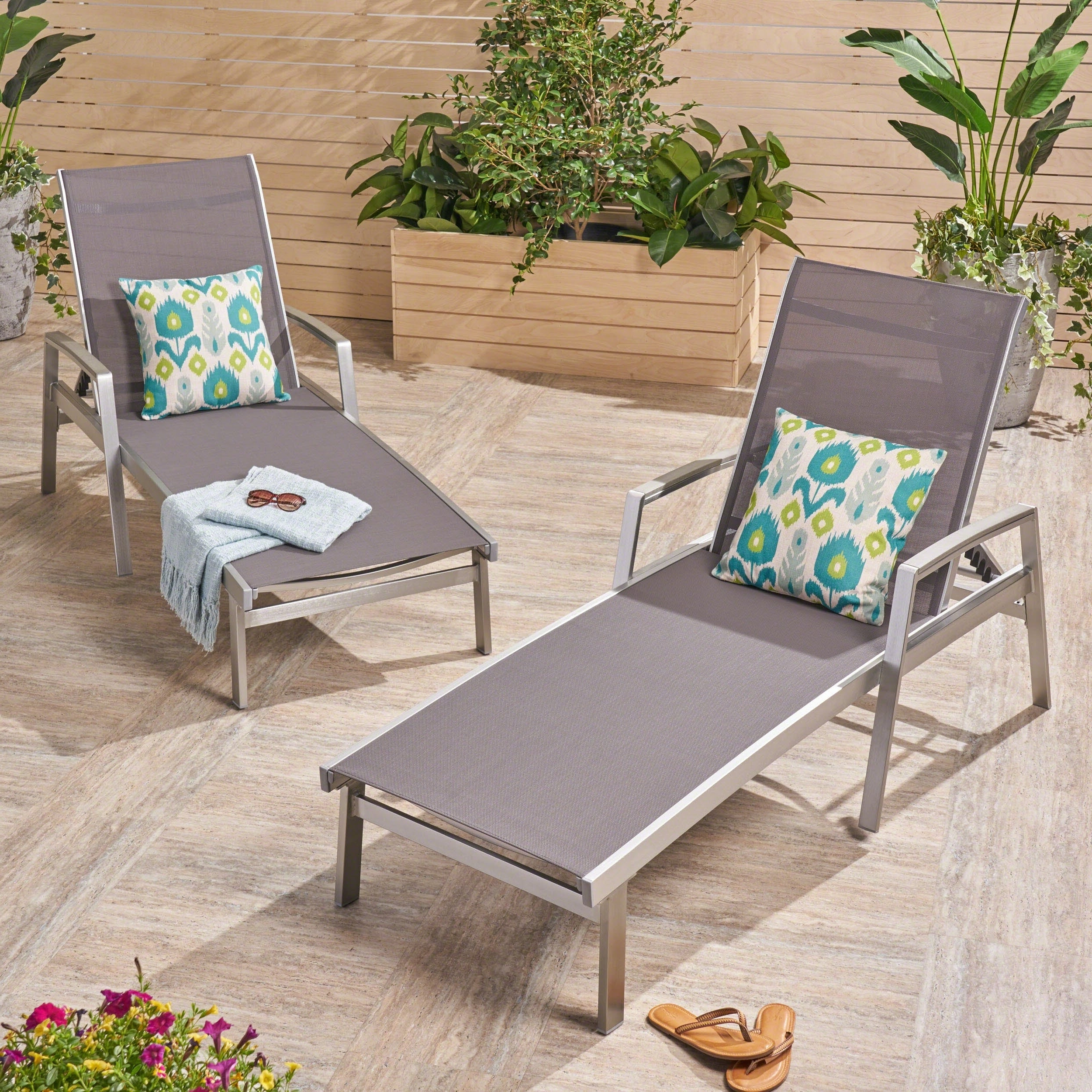 Oxton Outdoor Aluminum Chaise Lounge (set Of 2)christopher Knight Home Regarding Popular Cape Coral Outdoor Aluminum Chaise Lounges (View 23 of 25)