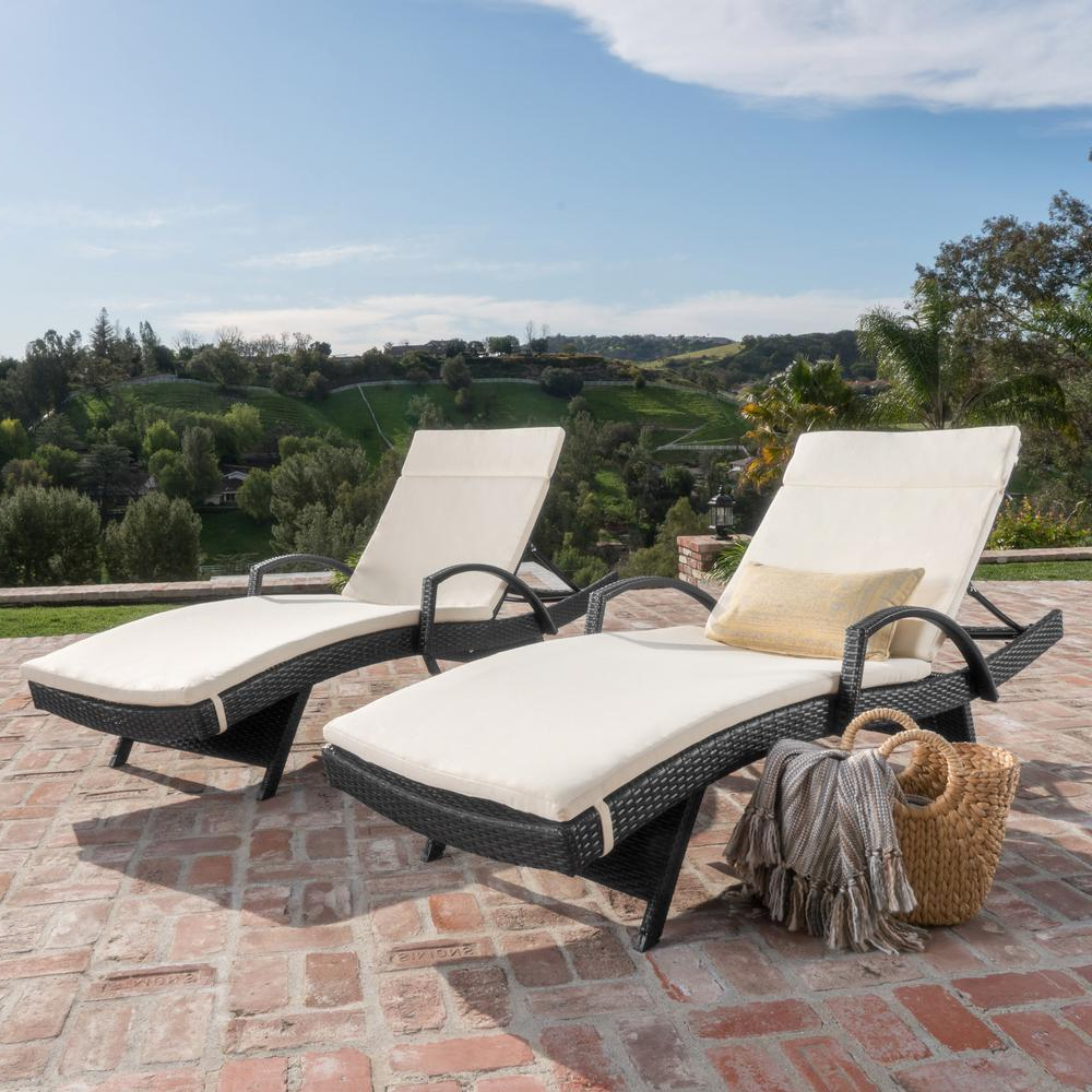 Salem Grey 4 Piece Wicker Outdoor Chaise Lounge With Beige Cushions In Fashionable Cape Coral Outdoor Chaise Lounges With Cushion (View 14 of 25)