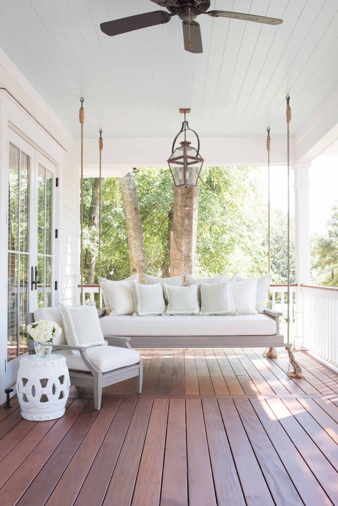Most Popular 28 Charming Front Porch Ideas – Chic Porch Design And With Patio Hanging Porch Swings (View 17 of 25)