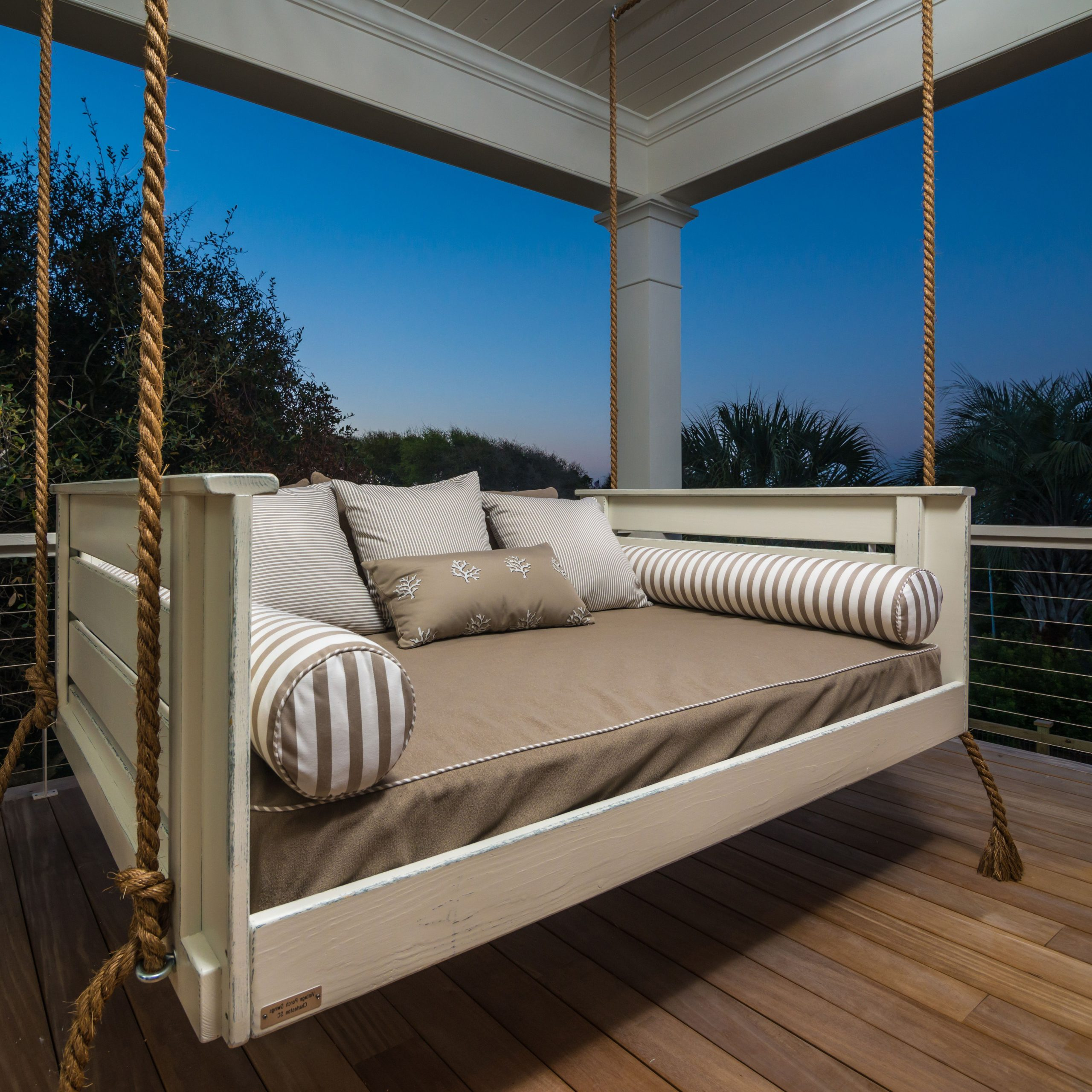 Well Known Patio Daybed Bed Furniture Amazing Outdoor Hanging Oversized Inside Day Bed Porch Swings (View 16 of 25)